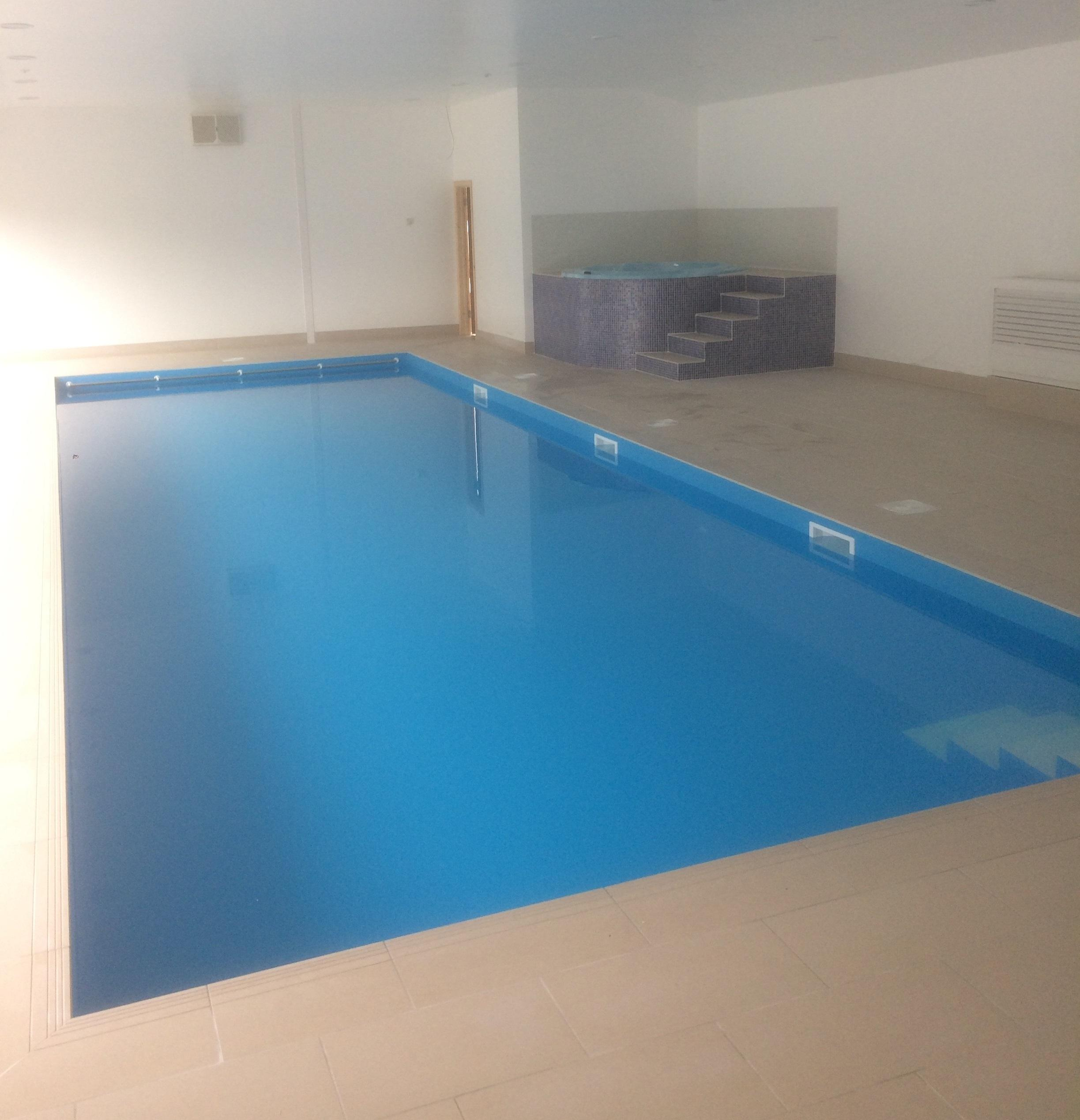 Pool & Spa at Holiday Cottage Complex