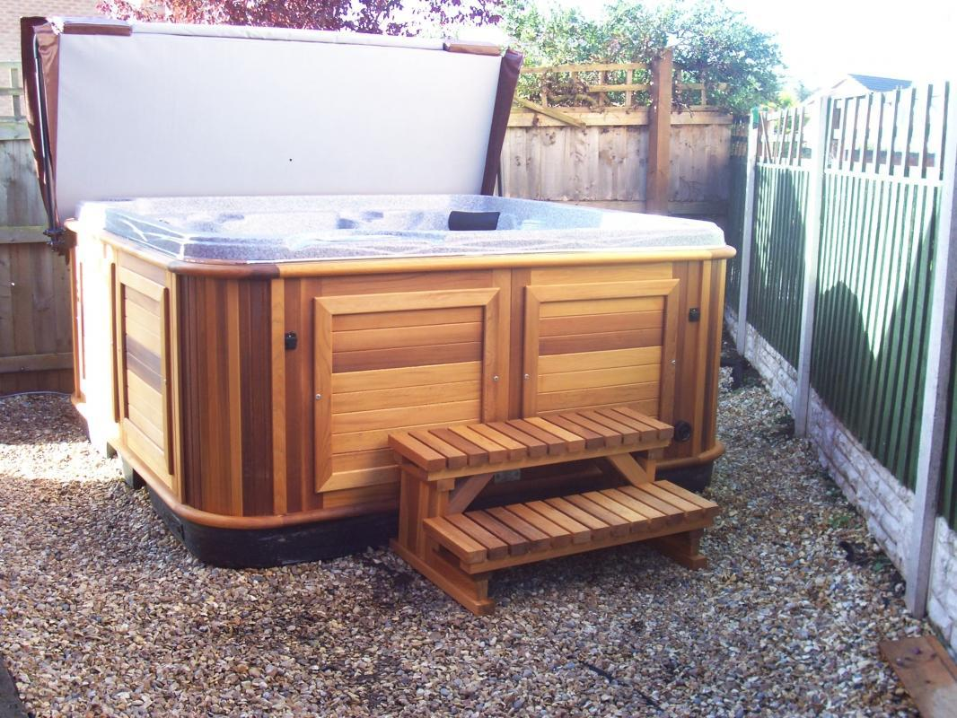 Teak panelled Hot tub with wooden steps
